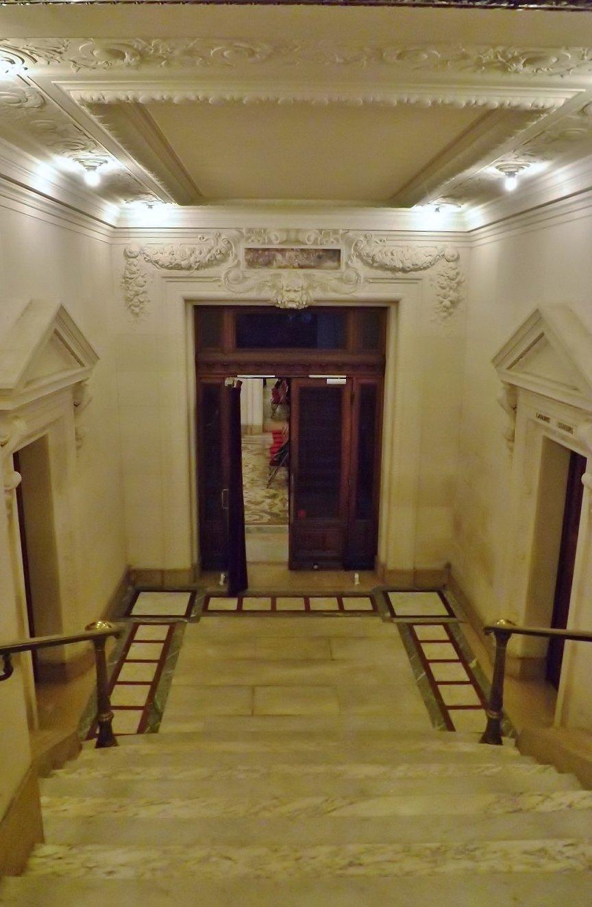 escalier vers salle d'attente