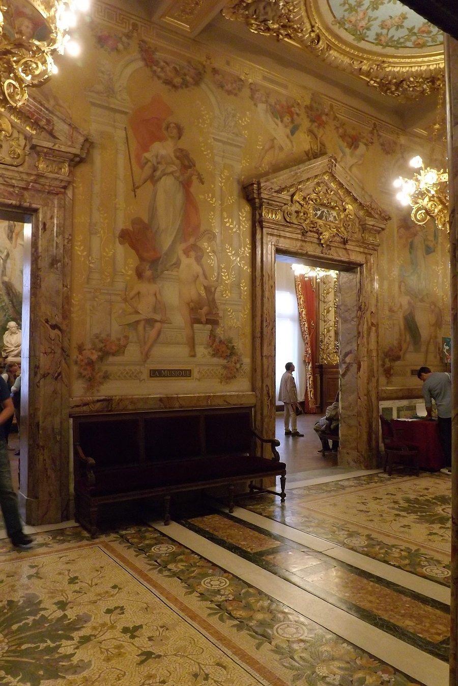 vestibule précédant foyer2